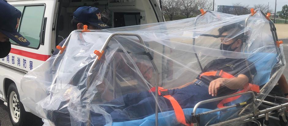 患者の全身を覆う簡易なシェルターで、飛沫感染を防ぎより安全な救急搬送を〜「ストレッチャー用 エアロゾルカバーフレーム【全身用】」の提供開始〜