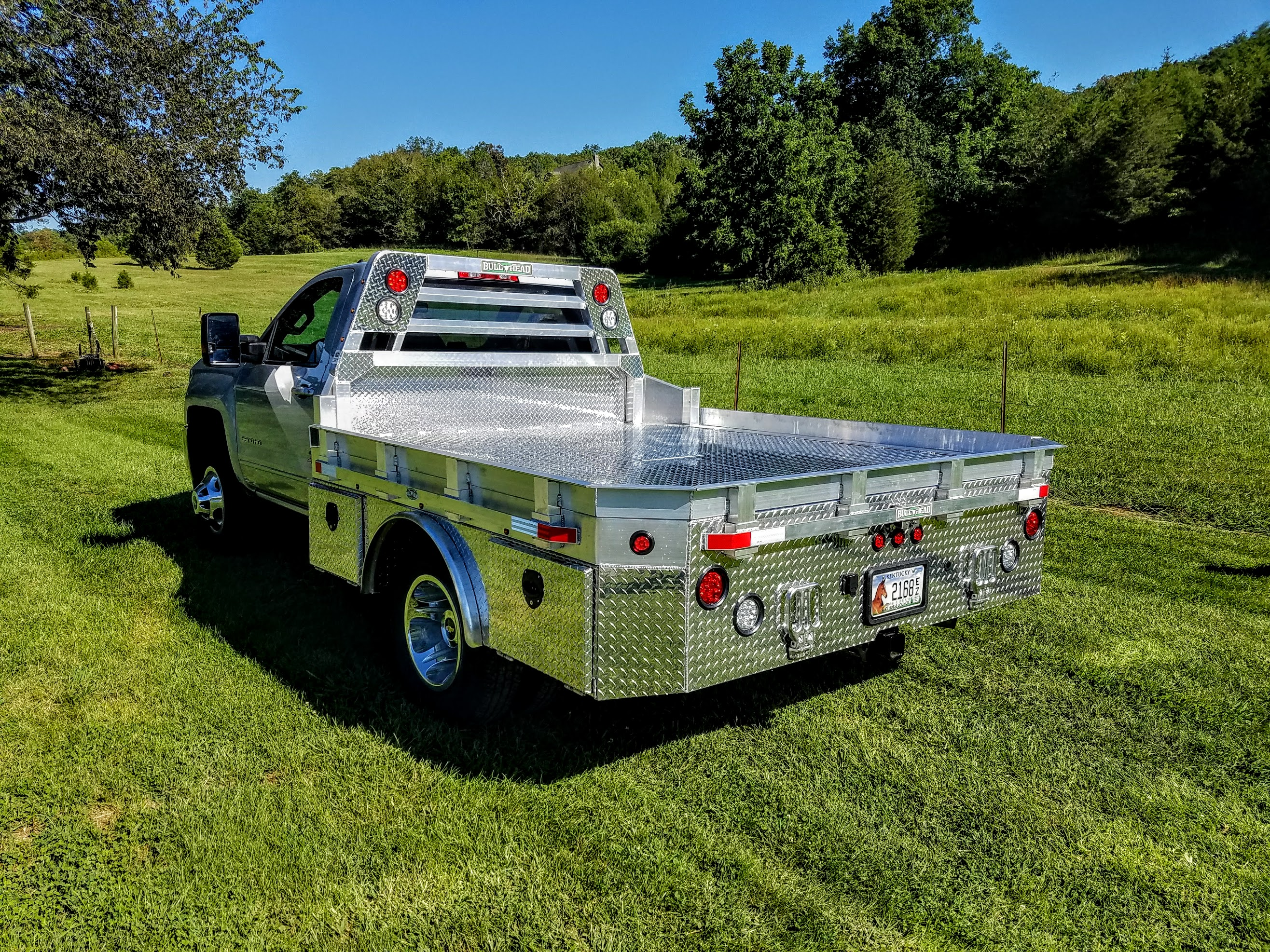 Chevrolet 3500 Skirted Hauler Body