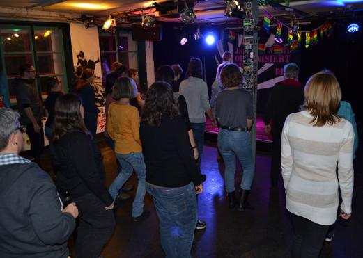 Tanzworkshop: Schrittfolge üben in der Gruppe...