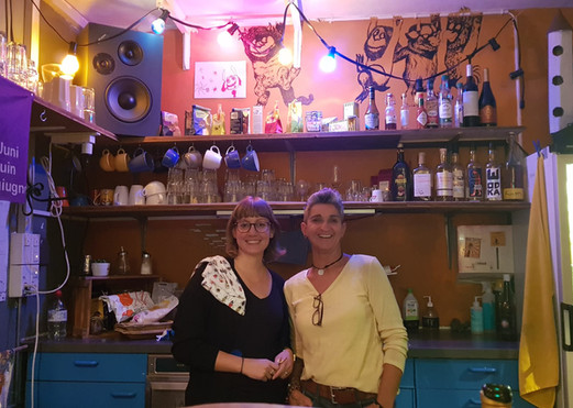 Unsere Bar-Frauen des Abends: Corina & Mo!