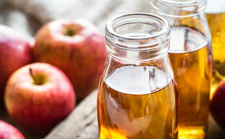 The Digestive Benefits of Apple Cider Vinegar (and How To Use It)