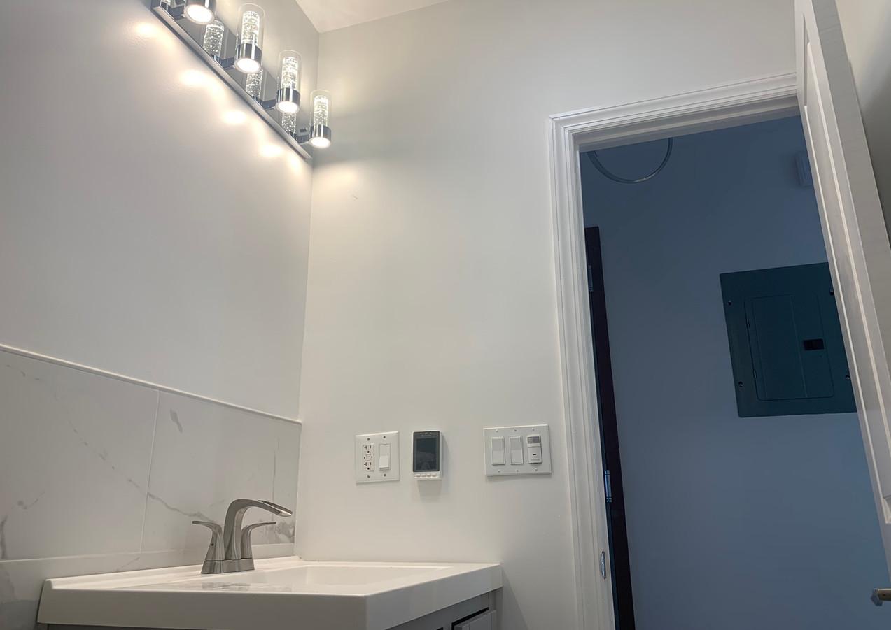 4th Floor Bathroom (1).JPG