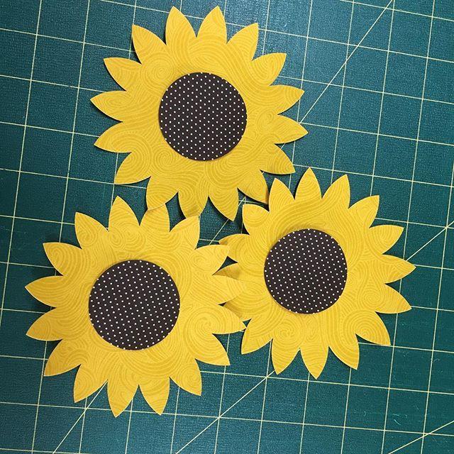 Laser cut sunflowers #fabshapes #lasercut #readytoironon #patchwork #applique #fabric #sunflowers #f