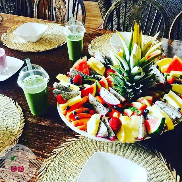 Fruit and smoothie retreat breakfast