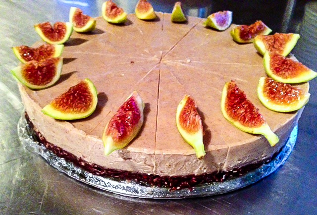 Raw fig and orange cheesecake
