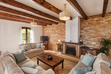 Luxury retreats for females Spain