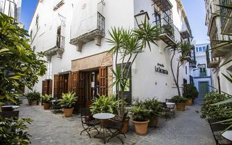 Tarifa old town and retreats