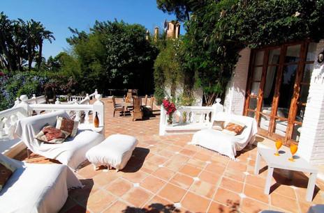 retreat for females Marbella