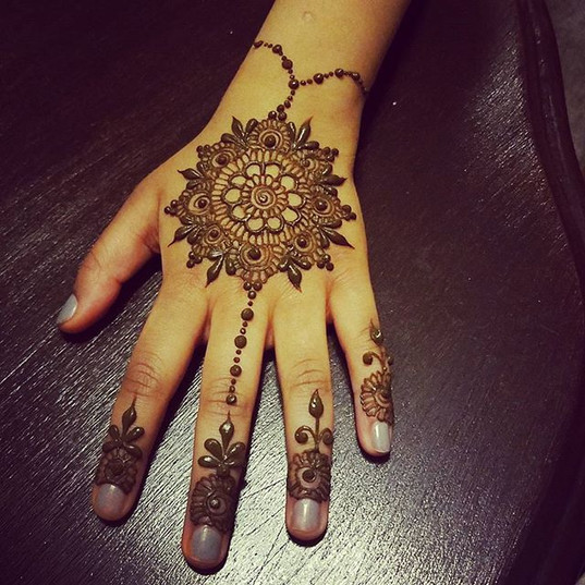 #henna today for my little neice 🌹🌹 lo