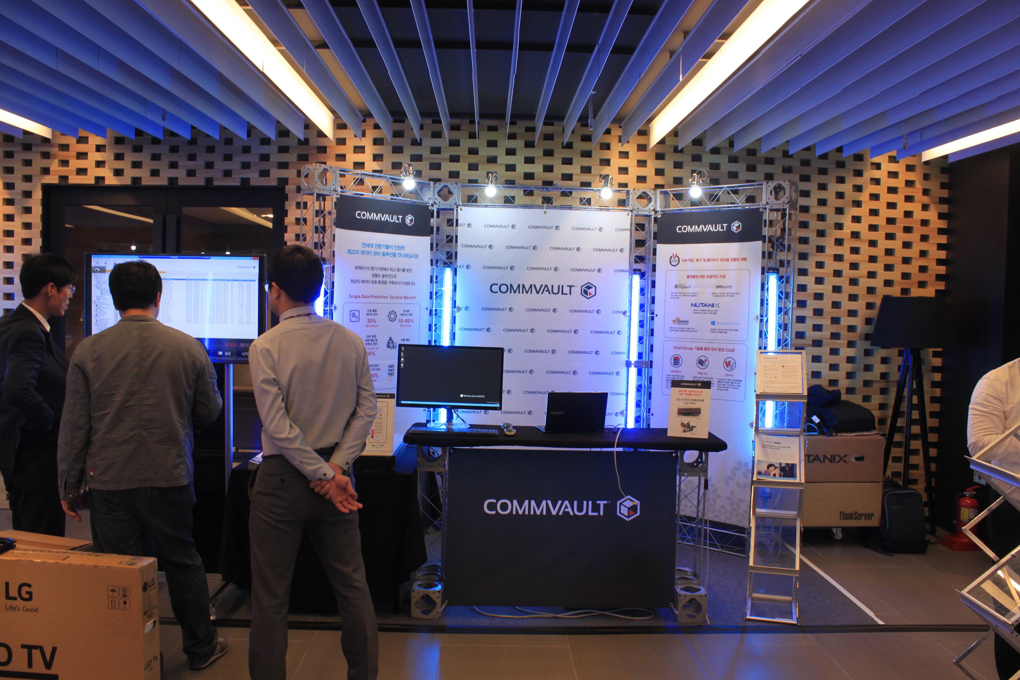 2016 Nutanix X tour Booth