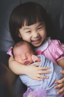 042-momo-studio-newborn-and-sibling-phot