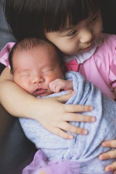 043-momo-studio-newborn-and-sibling-phot