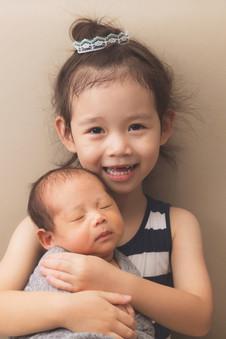 035-momo-studio-newborn-and-sibling-phot