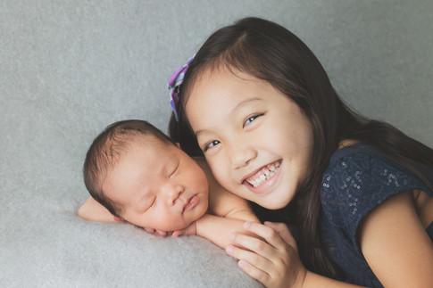 038-momo-studio-newborn-and-sibling-phot