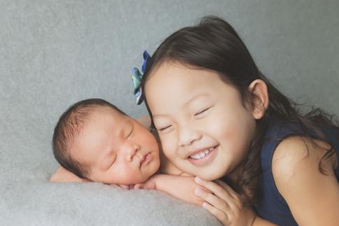 039-momo-studio-newborn-and-sibling-phot
