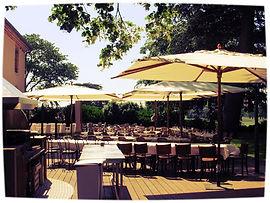 Le restaurant du golf et sa terrasse ombragée vous accueille tous les midis pour vos déjeuners, séminaires, repas de famille, événements ou juste pour boire un verre entre amis.Nous propososn differnets menus et différentes formules.Le restauran du golf est ouvert à tous.