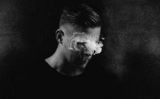 Portrait Homme avec fumée