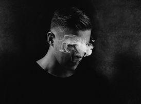 Männlich Portrait mit Rauch