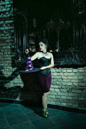 Arianne Halloween Be a Bombshell - Baixa