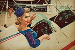 Bonus Cartaz Vintage Be a Bombshell.jpg