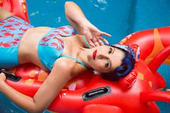 Elis - PinUp - Be a Bombshell - Pool - B