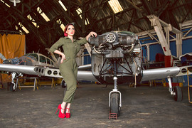 Paty  - PinUp - Be a Bombshell - Aviador
