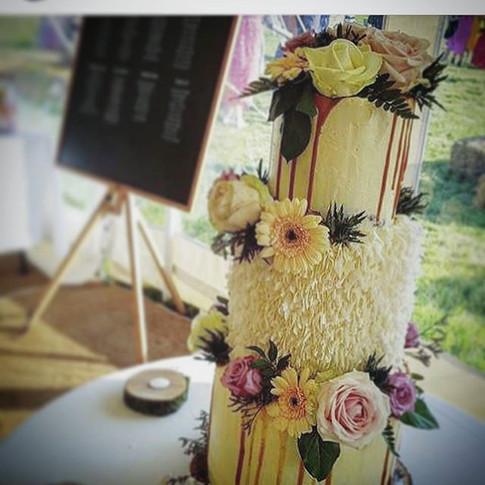 Wedding cake vibes.jpg Banana, chocolate