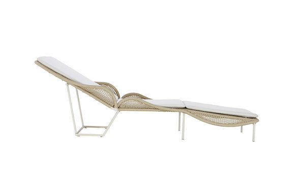 BUTTERFLY SUN LOUNGER