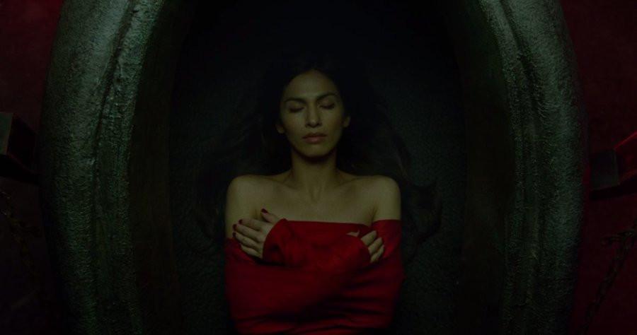 ep-13-Elektra-tomb.jpg