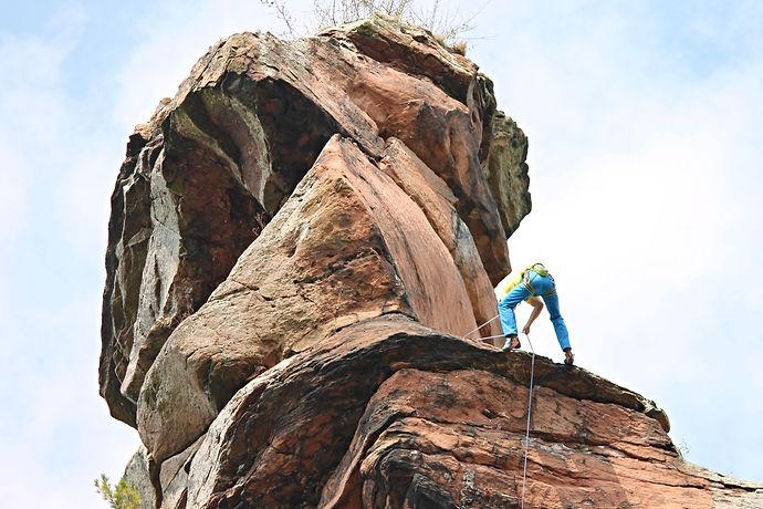 climb-2789890.jpg