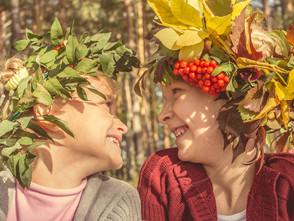 大自然就是幼兒園!英國林地保育組織分享12個秋天專屬兒童遊戲