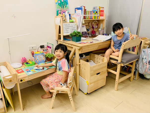 最具創意巧思&功能強大&價格合理的實木兒童書桌|環安傢俱【好好學】成長桌椅組|用愛陪伴孩子小學一路到長大