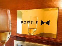 Bowtie-massingsskylt_2