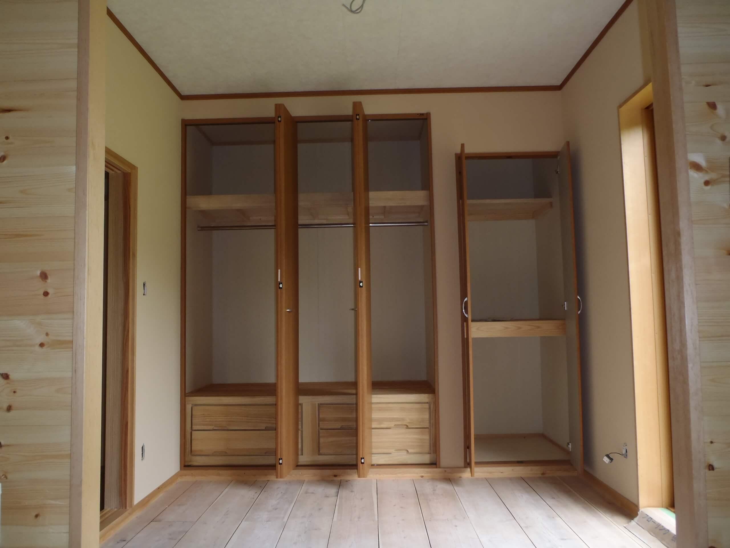 寝室クローゼット1