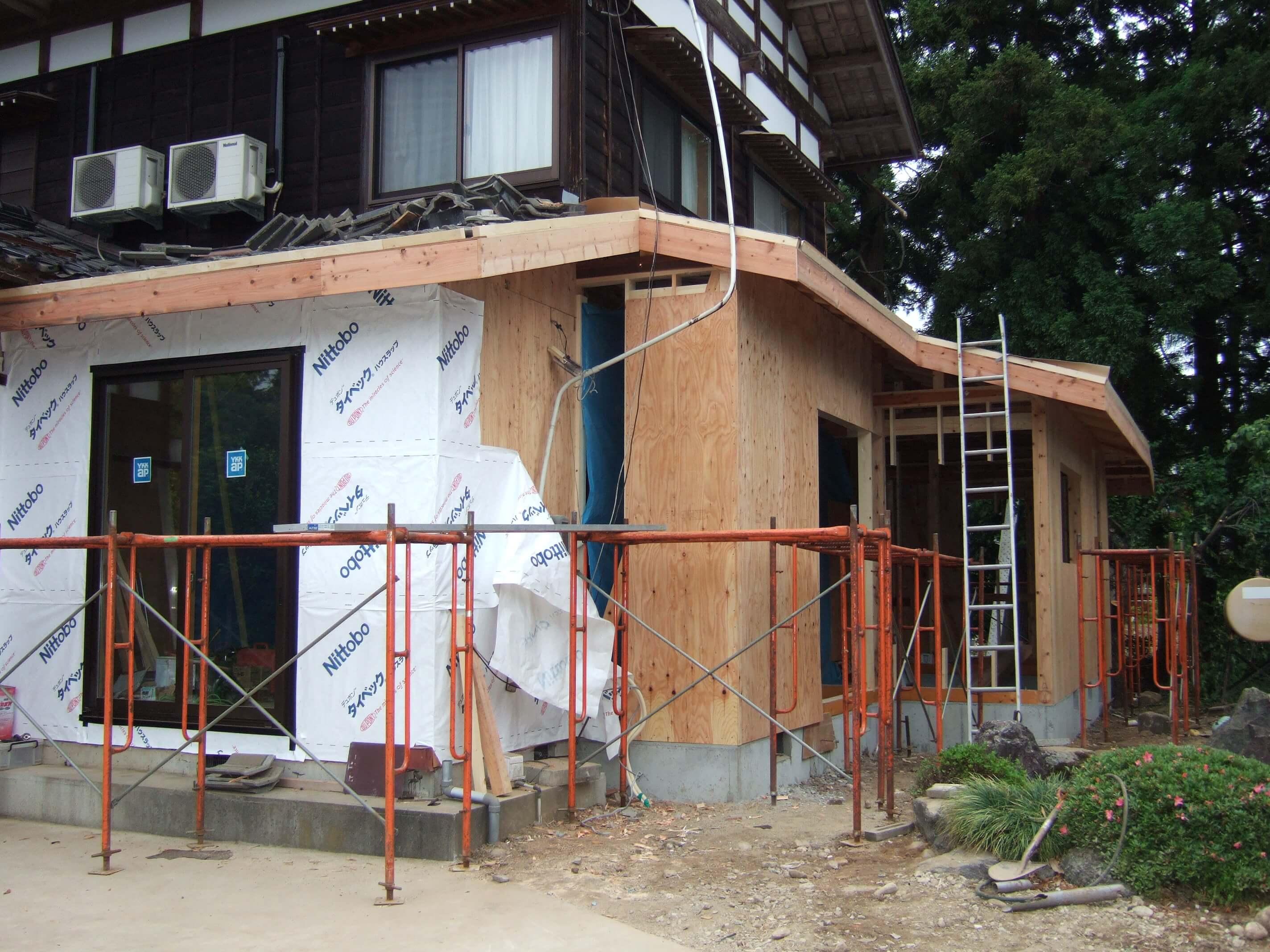施工中の壁地