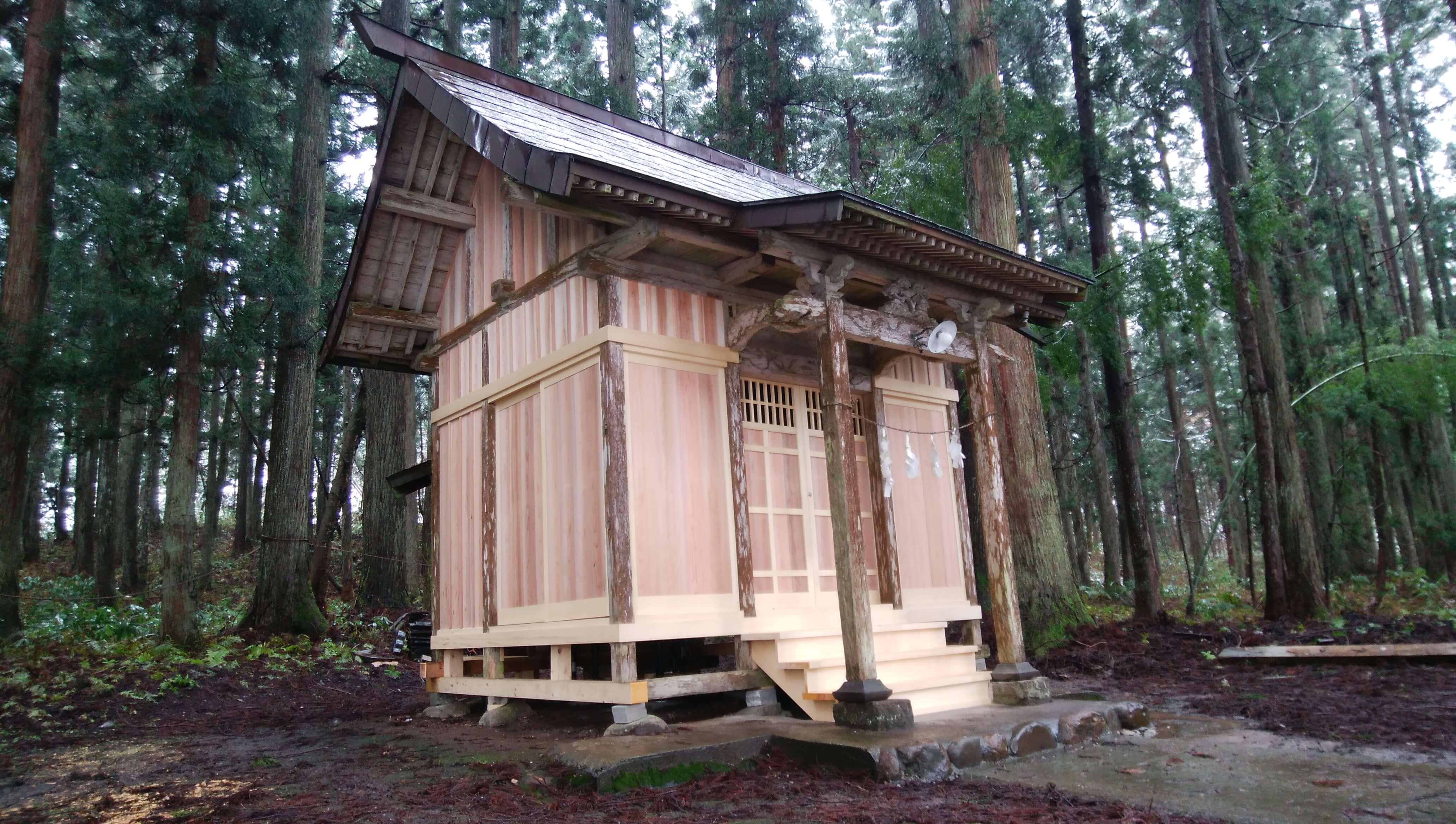 守門神社左側
