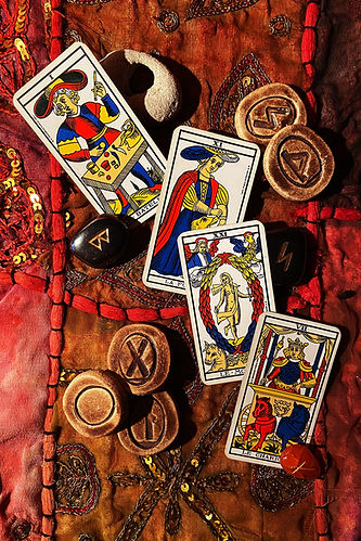 cards-4843641_1920.jpg
