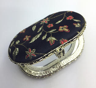 Oriental-design Mirror (Black, Oval)