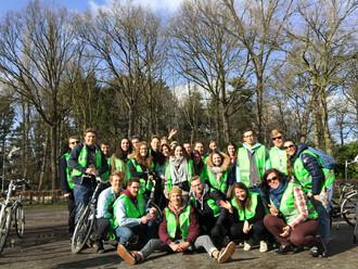 In Oostkamp organiseerden de jongeren een fietstocht met verschillende duurzame, lokale stops.
