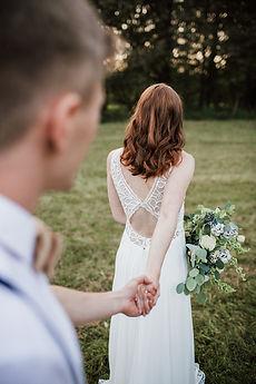 mit Blattwerk zur Hochzeit