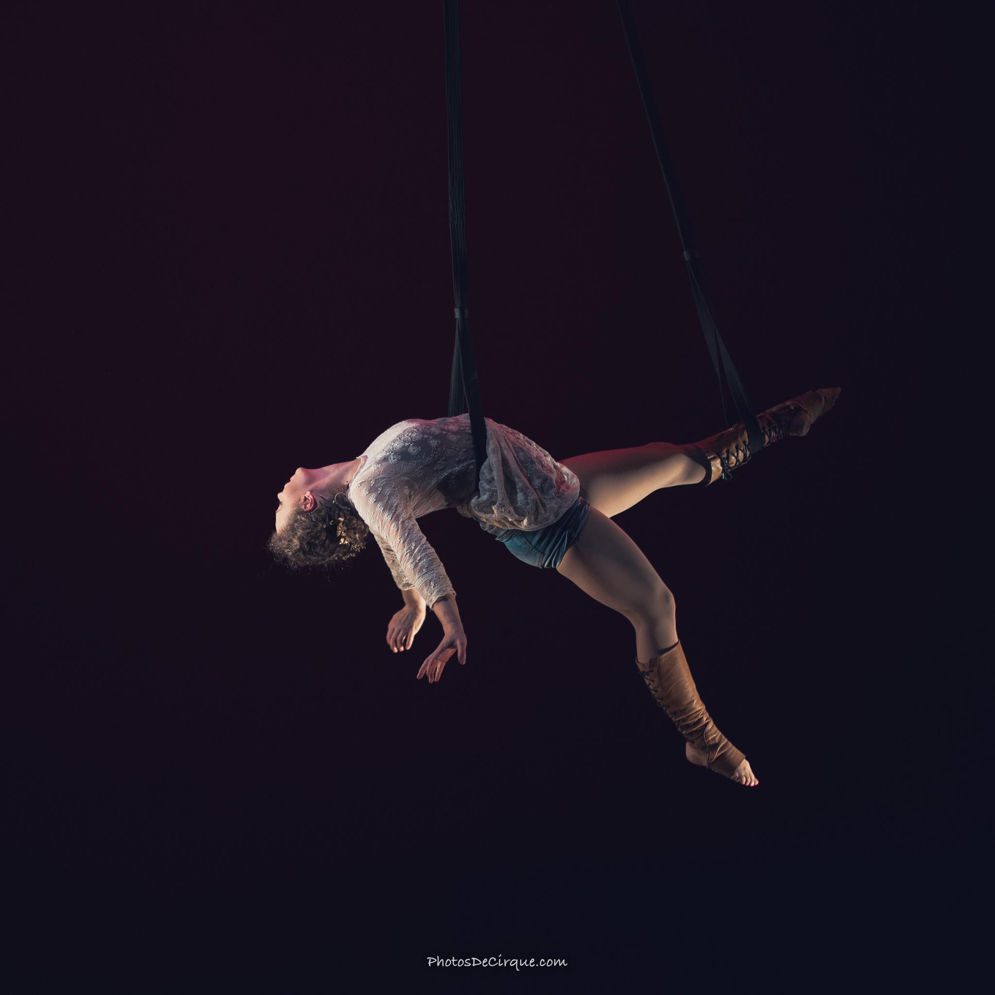 PersephoneBound_4_Leda Davies_PhotoCredit_Jim Mneymneh_aerial_straps_circus_theatre