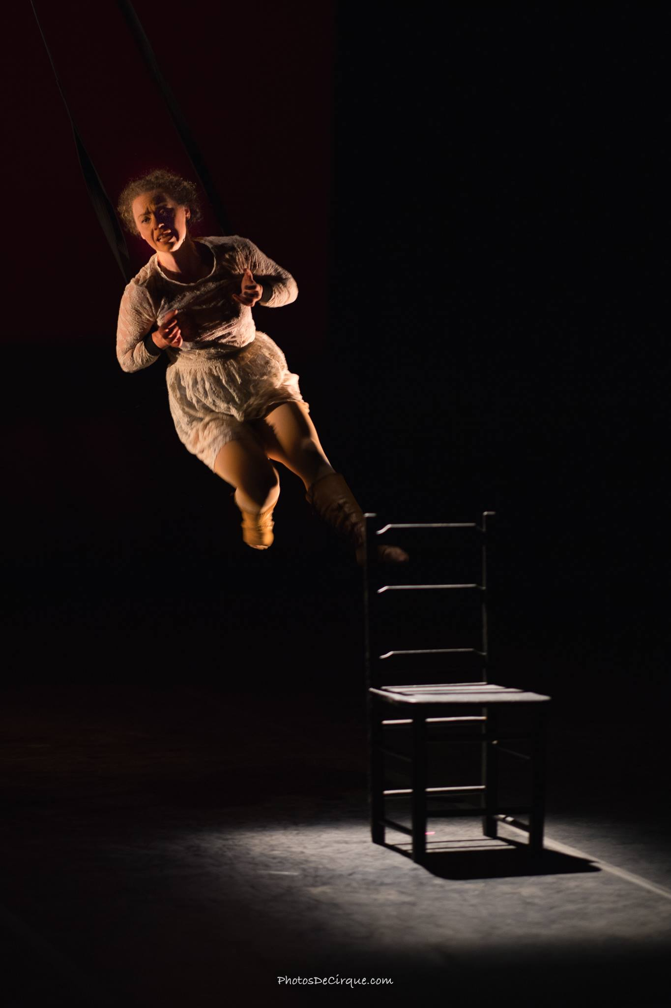 PersephoneBound_2_Leda Davies_PhotoCredit_Jim Mneymneh_aerial_straps_theatre
