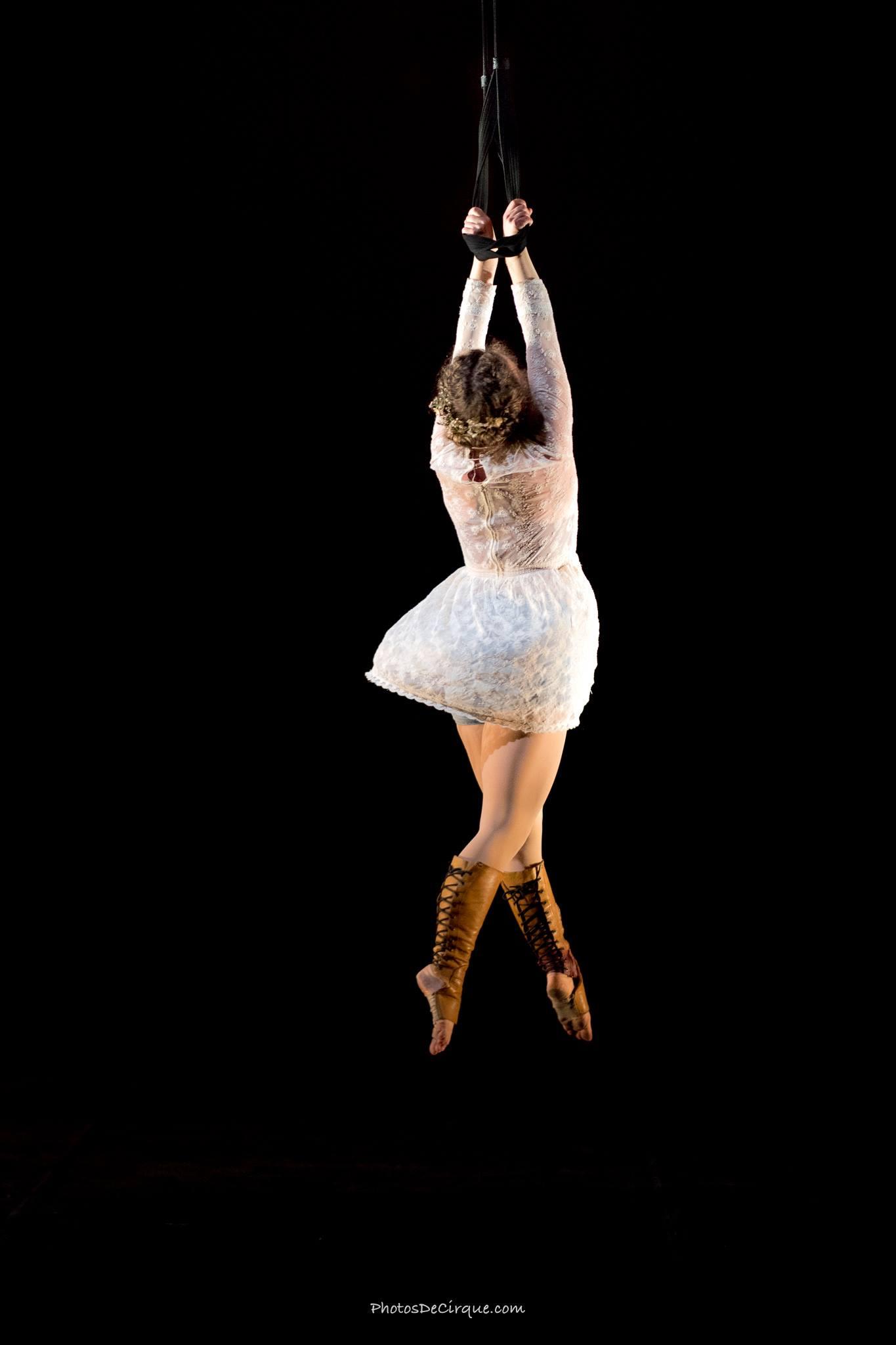 PersephoneBound_8_Leda Davies_Photocredit_Jim Mneymneh_aerial_straps_circus_theatre