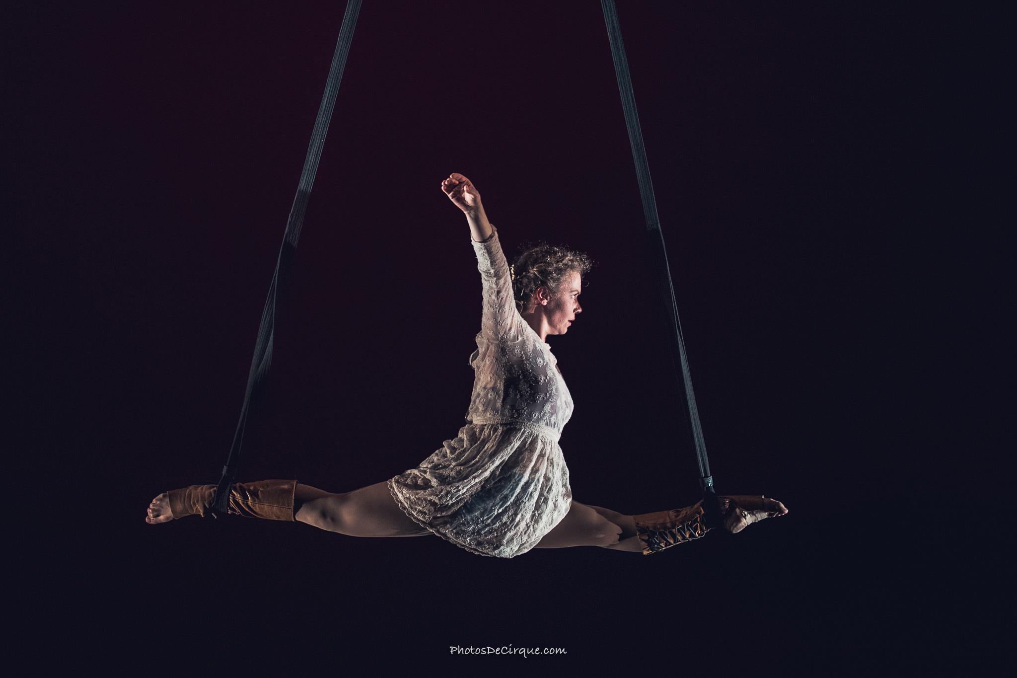 PersephoneBound_6_Leda Davies_Photocredit_Jim Mneymneh_aerial_straps_circus_theatre