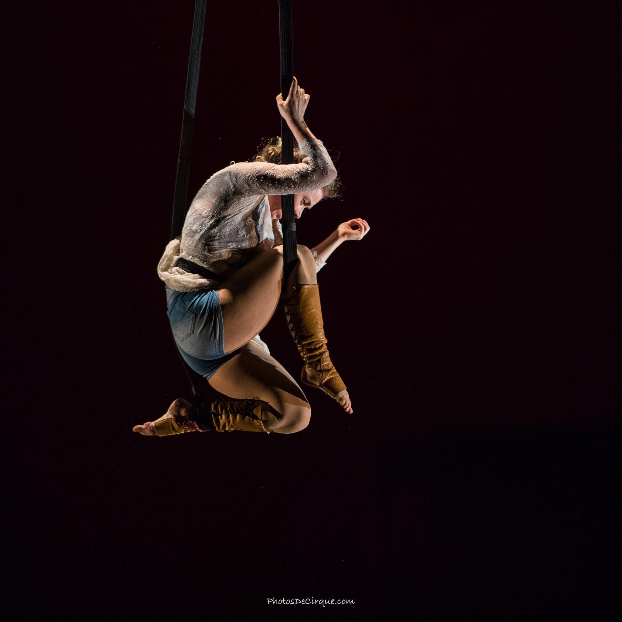 PersephoneBound_1_Leda Davies_PhotoCredit_Jim Mneymneh_aerial_straps_theatre