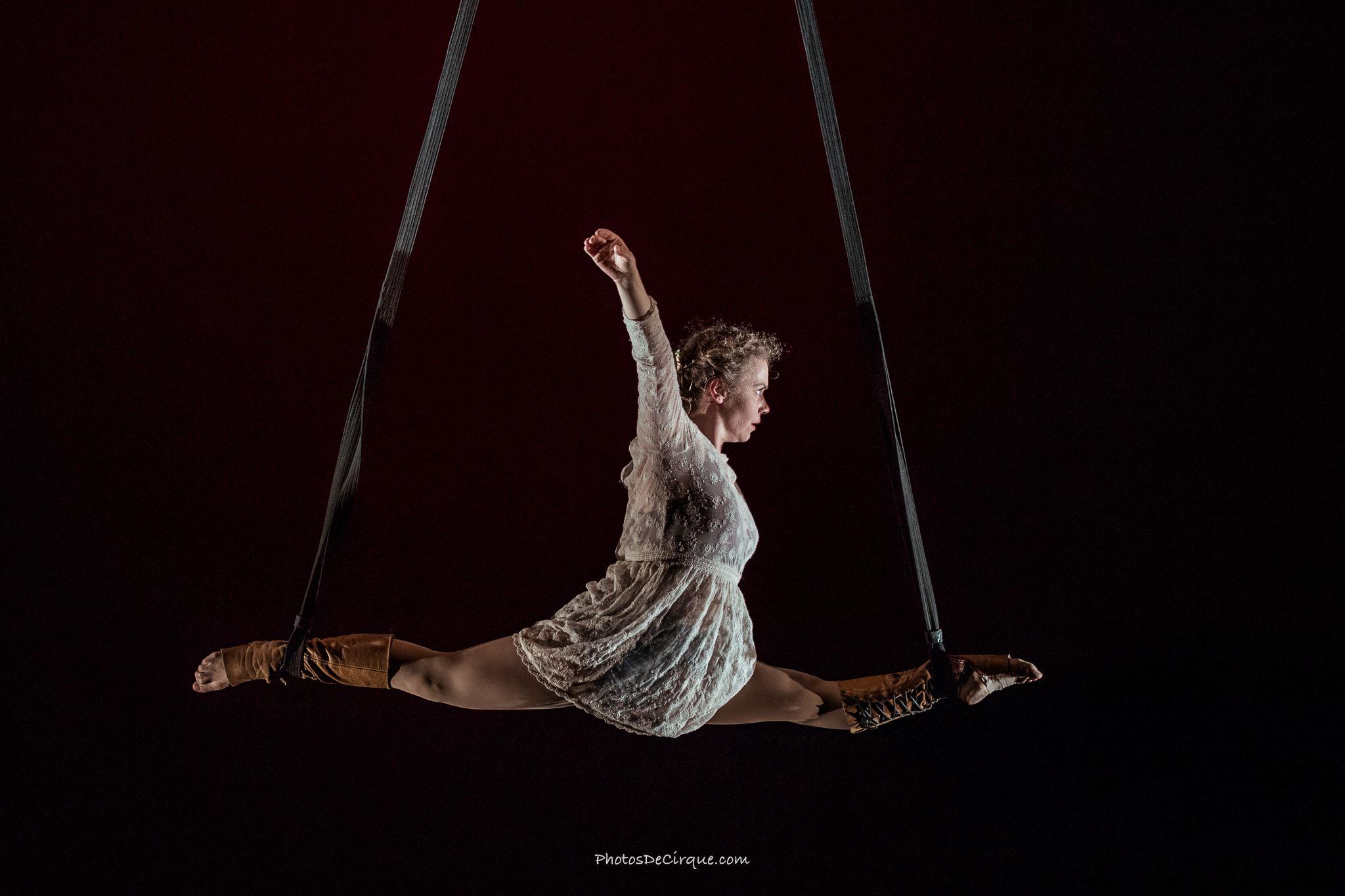 PersephoneBound_3_Leda Davies_PhotoCredit_Jim Mneymneh_aerial_straps_circus_theatre
