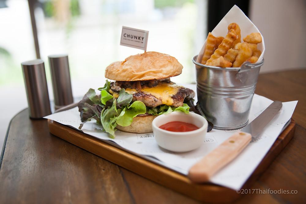 Chunky's Beef Burger   thaifoodies.co