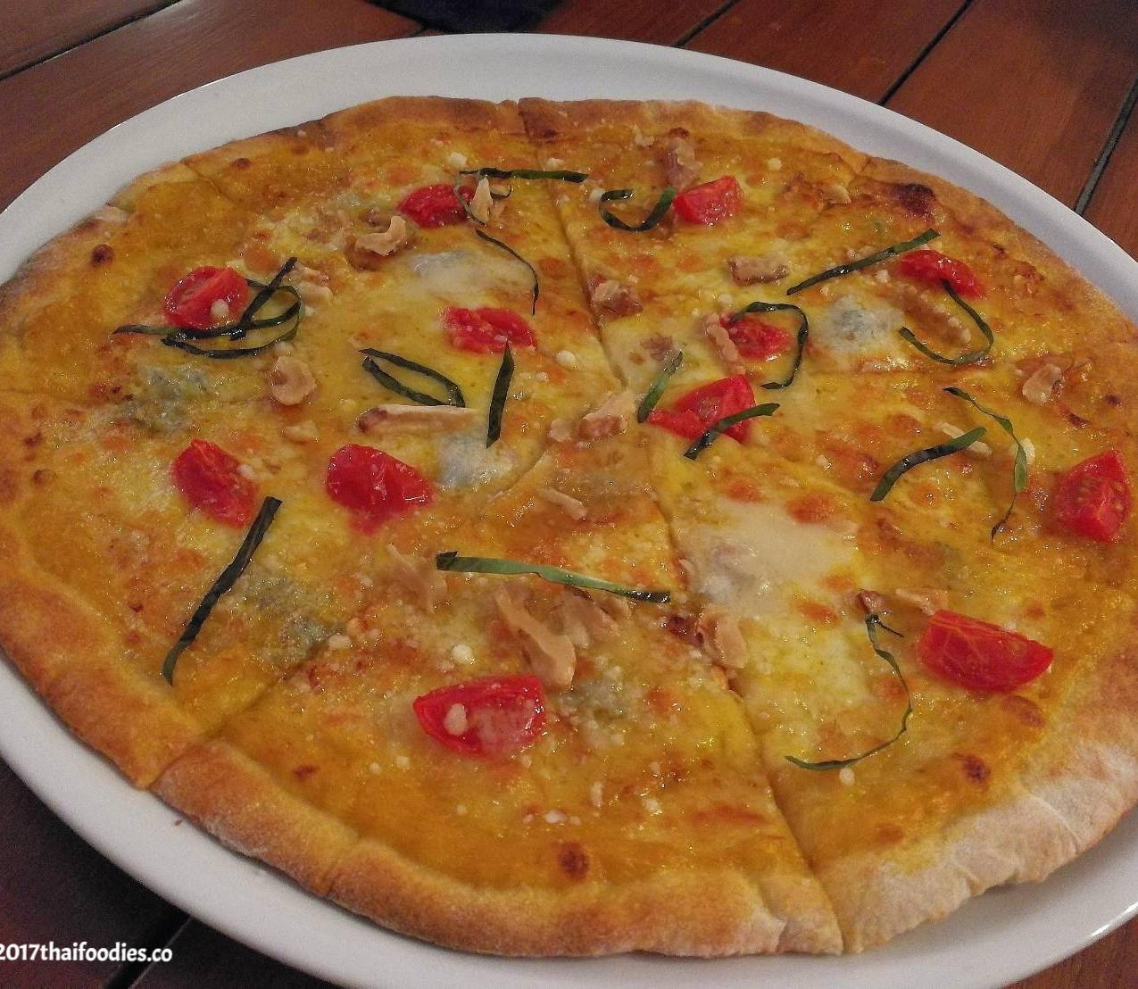 Gorgonzola Walnut Pizza