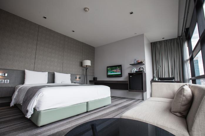 Holiday Inn Bangkok Sukhumvit Review- Room #2006 - Affordable Upscale Comfort