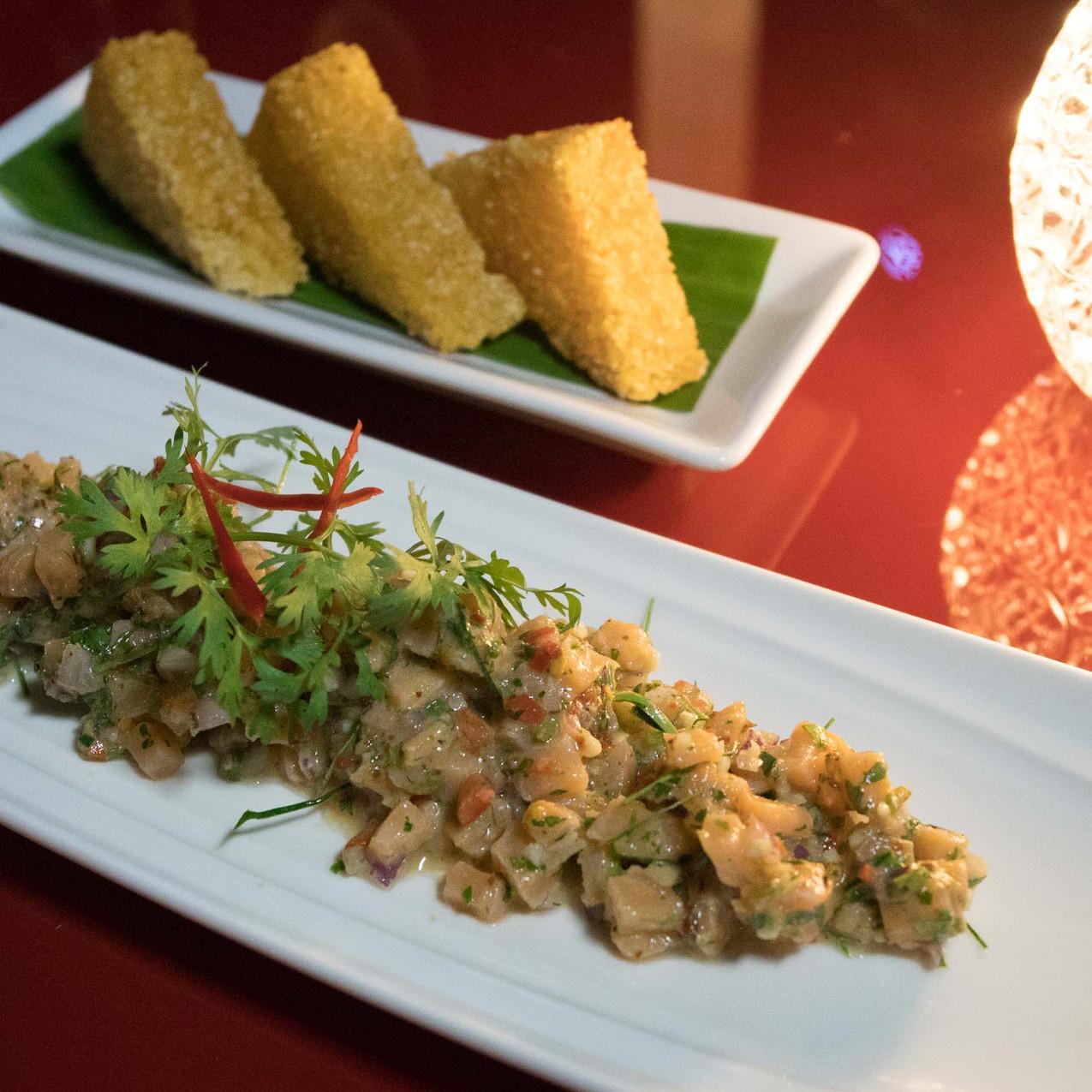 Salmon Tartare / Fried Sticky Rice